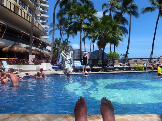 Outrigger Waikiki Beach Resort: pool area