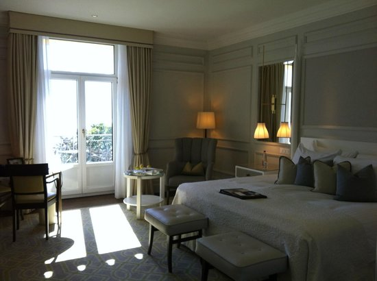 Fairmont Le Montreux Palace: room from the entrance