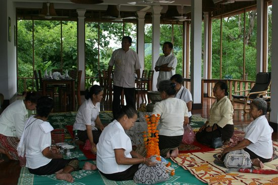 Nam Ou Riverside Hotel & Resort: Participating in local Bhati blessing custom
