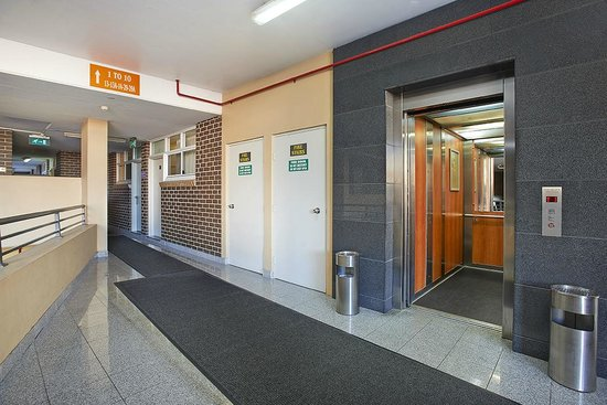 Comfort Inn & Suites Burwood: Hotel Lift