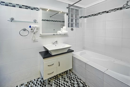 Comfort Inn & Suites Burwood: Standard Room Bathroom