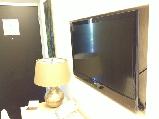 Hotel Paradox, Autograph Collection: Nice TV