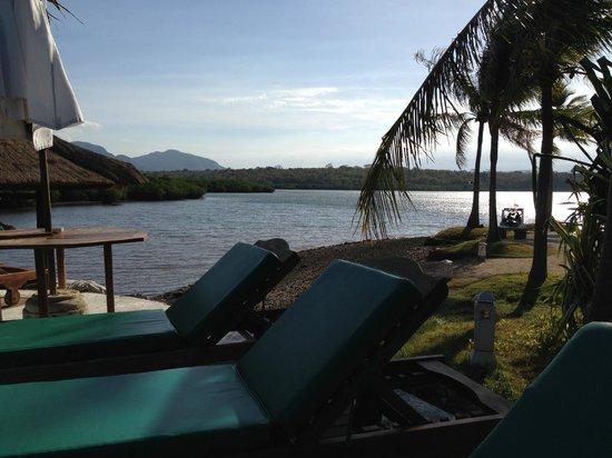 Mimpi Resort Menjangan: dock