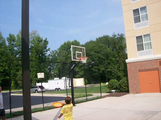 Homewood Suites by Hilton Bel Air: Outdoor Basketball Court