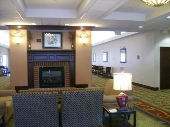 Homewood Suites by Hilton Bel Air : Fireplace in Free Breakfast Sitting Area
