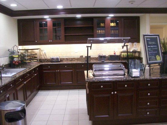 Homewood Suites by Hilton Bel Air: Free Breakfast Buffet Area