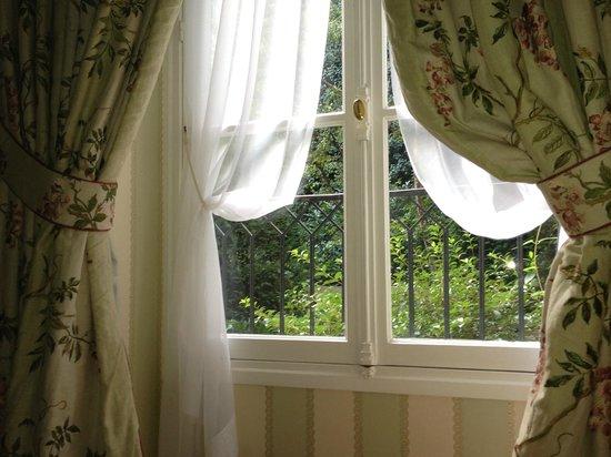 Hotel de l'Abbaye Saint-Germain : 窓の外は緑