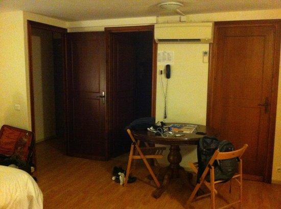 Astor Hotel: room
