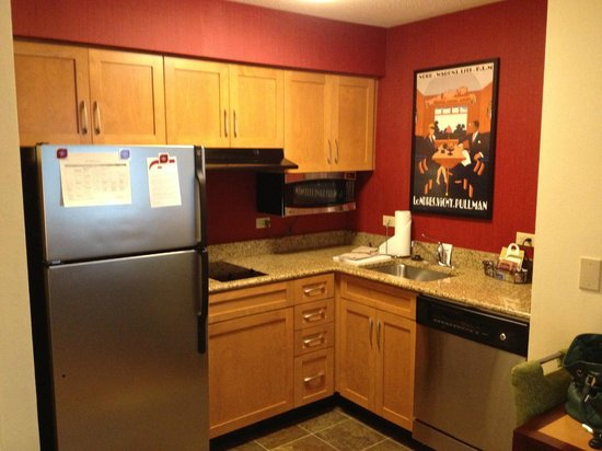 Residence Inn Pensacola Downtown: Kitchen