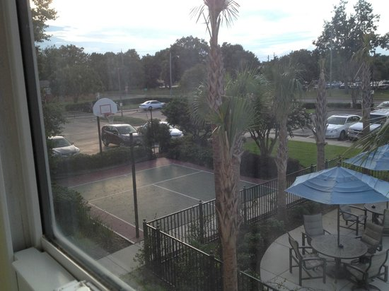 Residence Inn Pensacola Downtown : View of sports court from room