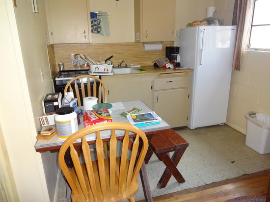 Redwood Cabins: small kitchenette with table