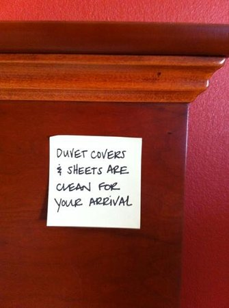 ‪هامبتون إن واينيسبورو ستيوارت درافت: I loved this note on our headboard!‬