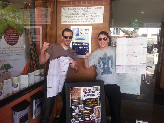 Margaret River Visitor Centre: Rocking it out with our maps