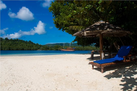 Blue Bay Divers : Sahaung Beach