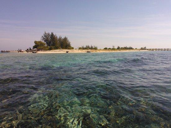 Makassar, Indonesia: Kodingareng Keke dari kejauhan