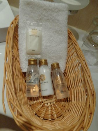 Louren Hotel: Toiletries