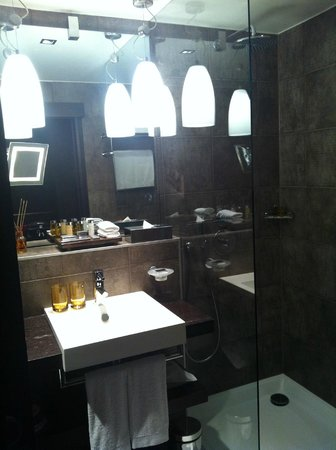 Eastwest Hotel: Bathroom