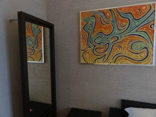 Dharma Hotel & Luxury Suites: Modern,clean rooms