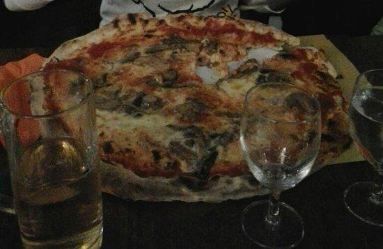 Ristorante Pizzeria Il Cappellaccio: pizza gigante