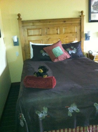 Bavarian Lodge: Such a welcoming and comfortable bed