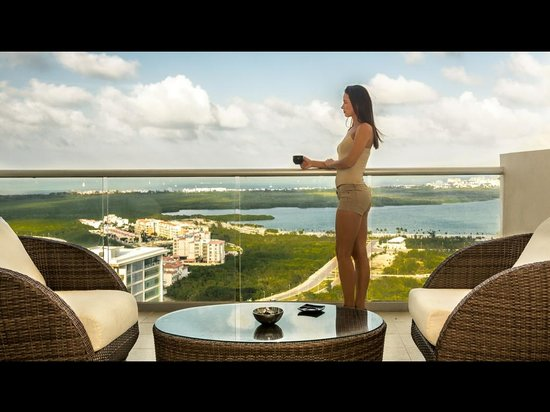 Suites Malecon Cancun