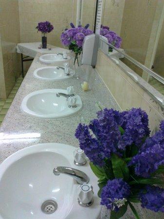 Alva Beach Tourist Park: Handbasins