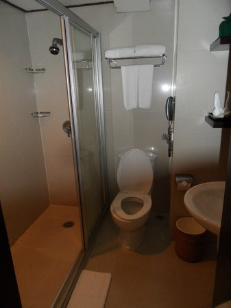 Patong Merlin Hotel : Superior room bathroom