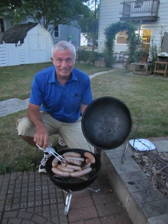 Father Wind Bed & Breakfast: grilling the famous champion bratwurst in the back yard