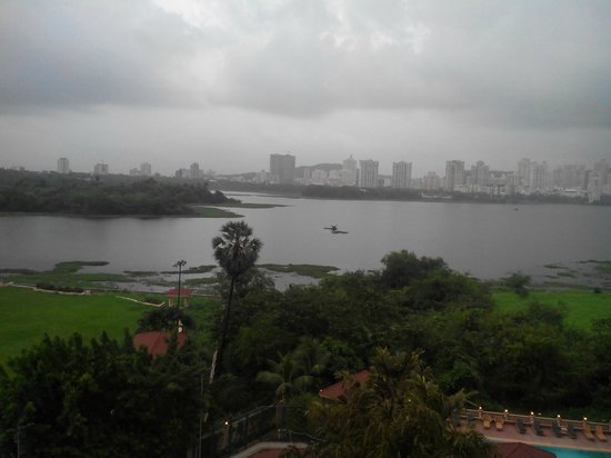 Lakeside Chalet, Mumbai - Marriott Executive Apartments: View from the room