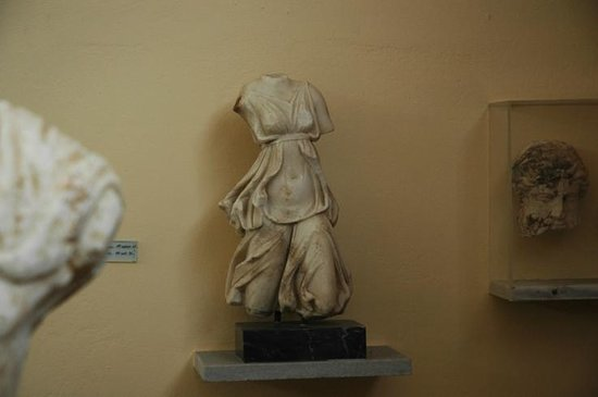 Archaeological Museum : Statue of Artemis