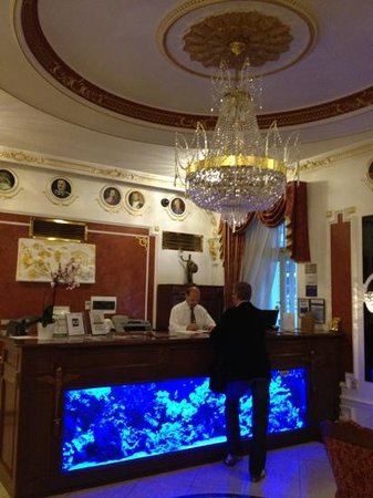Hotel General: Reception area of the hotel