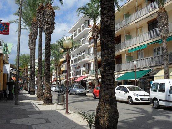 Hotel JS Miramar : Einkaufsstrasse