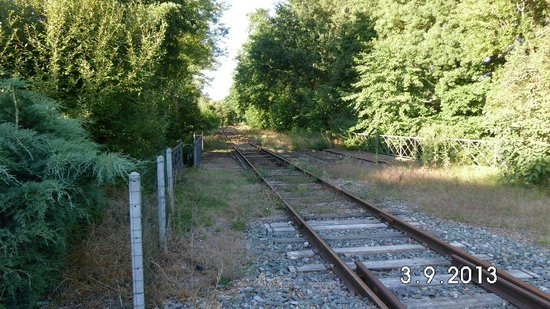 Chambres d'hotes du Port Gautier: Rail Track adjacent to guesthouse