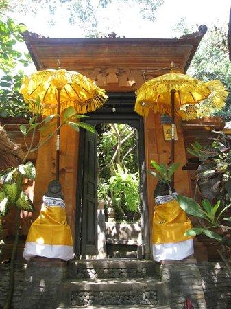Geria Giri Shanti Bungalows : Entrance to Geria Giri Shanti
