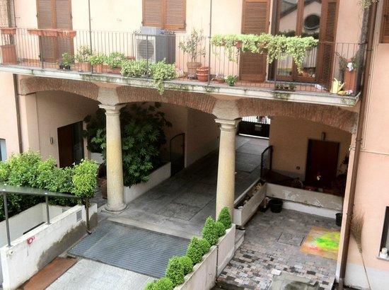 BB Hotels - Navigli Milano: IL CORTILE INTERNO