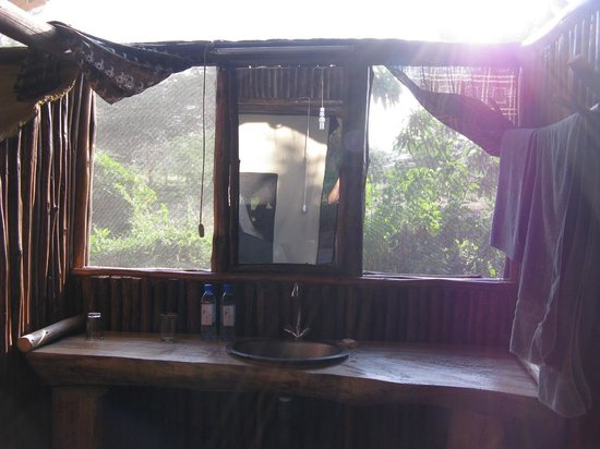 Migunga Tented Camp: Wonderful location and very nice tents - toilet inside the tent
