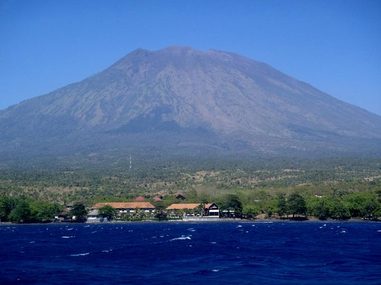 Siddhartha Ocean Front Resort & Spa: mount Agung