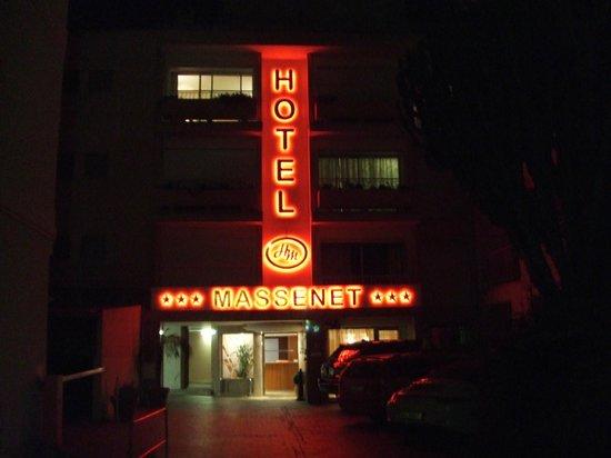 Massenet Hotel: Front of hotel after dark