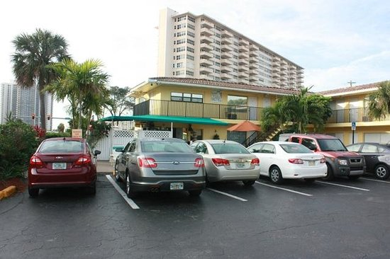 Galt Villas Inn: Car Park