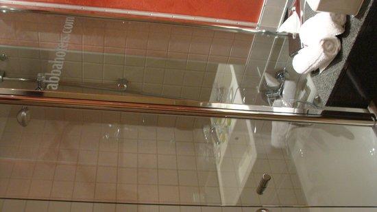 Abba Berlin Hotel: Ванная комната