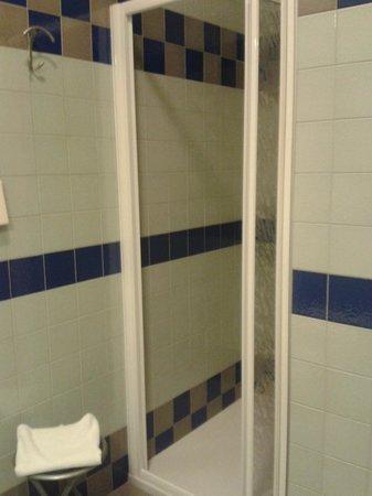 Hotel Piccolo: Baño