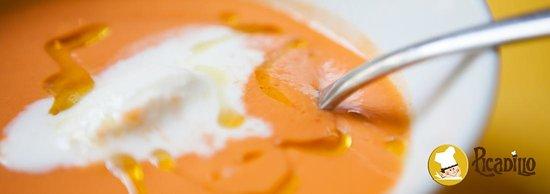 Picadillo: Gazpacho con Helado de Queso de Cabra