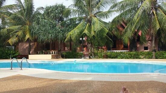 D.R. Lanta Bay Resort: Ved bassenget!