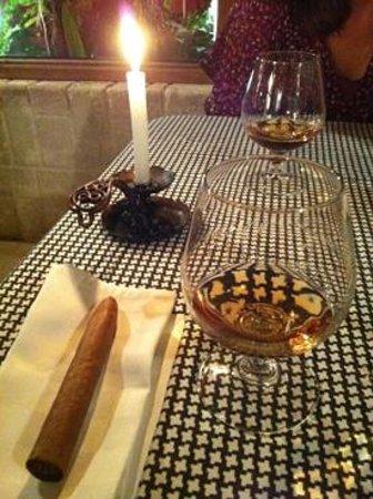 Restaurant - Paladar - La Moraleja : Detalles de la casa, puros y ron.