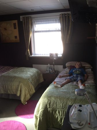 The Arthington : Relaxing in d twin room!