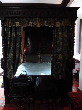 Castle Stuart - Macintosh Suite Jacobean Four Poster