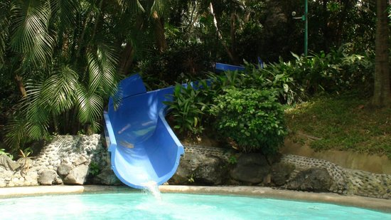 Edsa Shangri-La: pool slide
