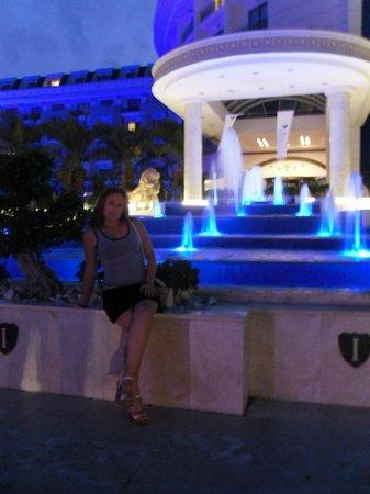 Imperial Sunland: перед отелем