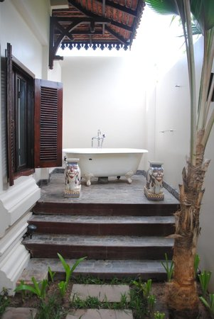 The SAMAR Villa & Spa Resort: Outside Bathroom