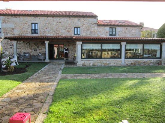 Casa de Lema: vista de la casa desde el asador